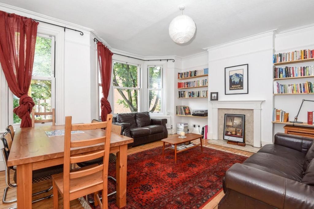 3 Bedrooms Flat for sale in Birnam Road, Finsbury Park, N4