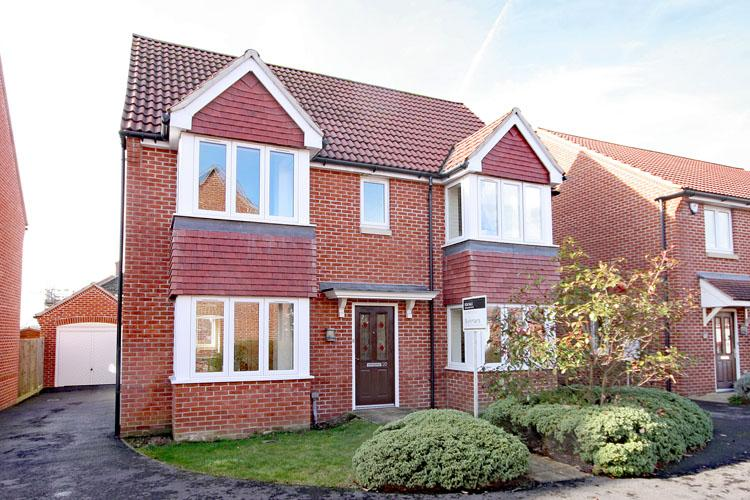 4 Bedrooms Detached House for sale in Princess Royal Close, Lymington SO41