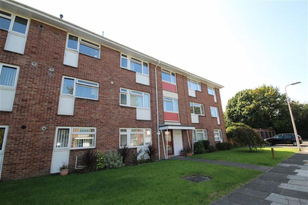3 Bedrooms Flat for sale in Sutherland Mansions, Whitchurch, CARDIFF
