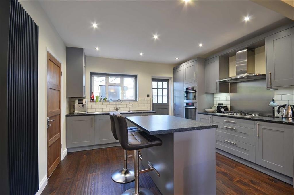 4 Bedrooms Semi Detached House for sale in Springfield Close, Croxley Green, Herts