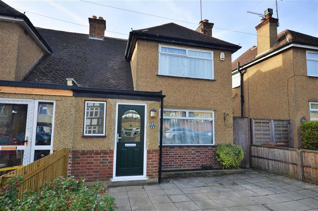 3 Bedrooms Semi Detached House for sale in Valley Walk, Croxley Green, Herts