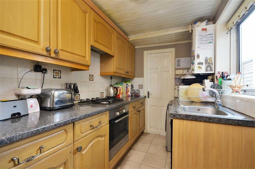 3 Bedrooms Terraced House for sale in Hagden Lane, Watford, Hertfordshire
