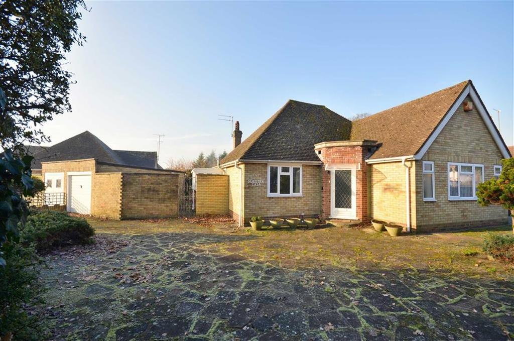 3 Bedrooms Bungalow for sale in Cassiobury Drive, Watford, Hertfordshire
