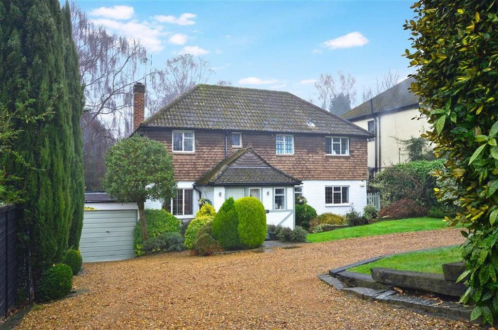 4 Bedrooms Detached House for sale in Wyatts Road, Chorleywood, Hertfordshire