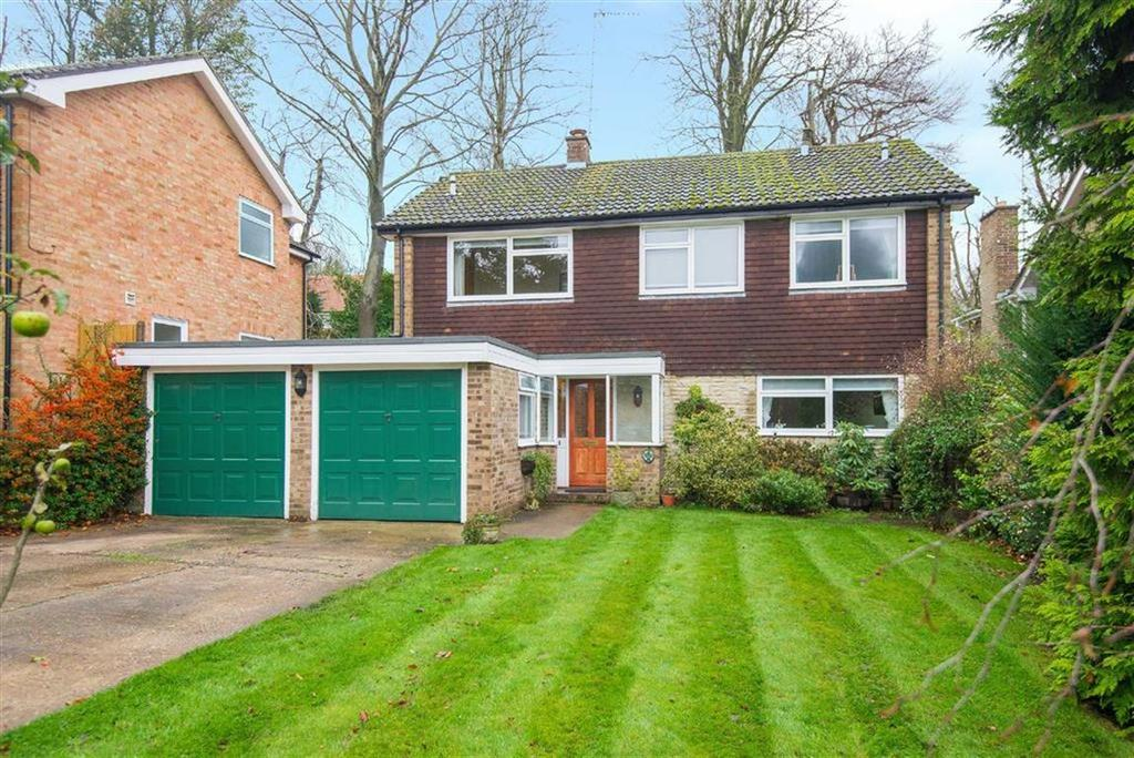 5 Bedrooms Detached House for sale in South Cottage Gardens, Chorleywood, Hertfordshire