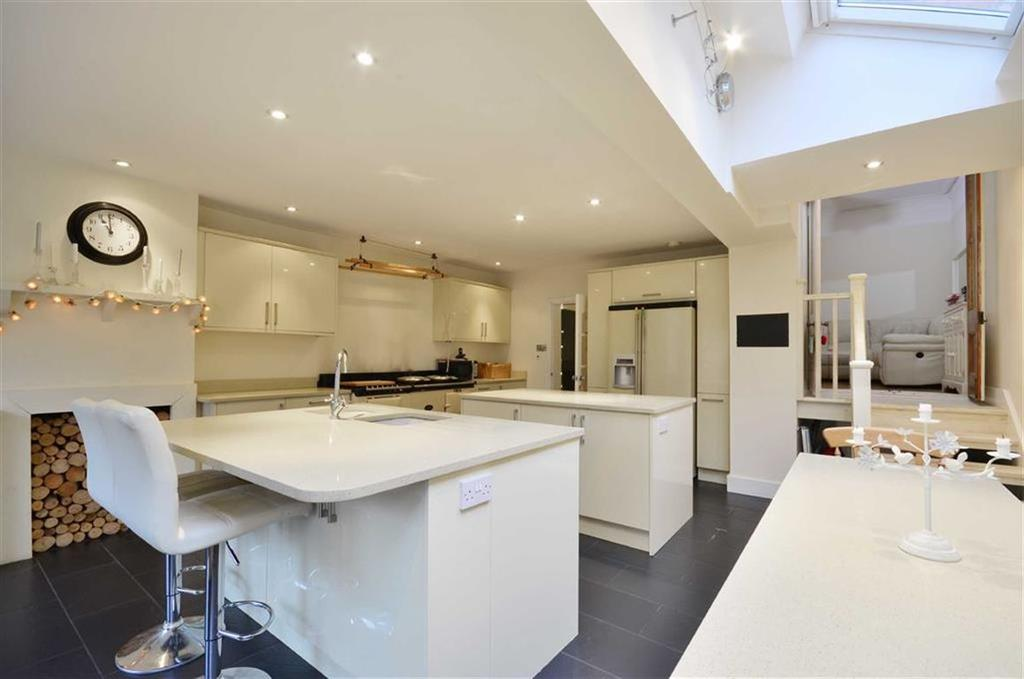 5 Bedrooms Terraced House for sale in Lower Road, Chorleywood, Hertfordshire