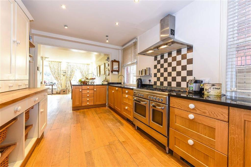 5 Bedrooms Detached House for sale in South Road, Chorleywood, Hertfordshire