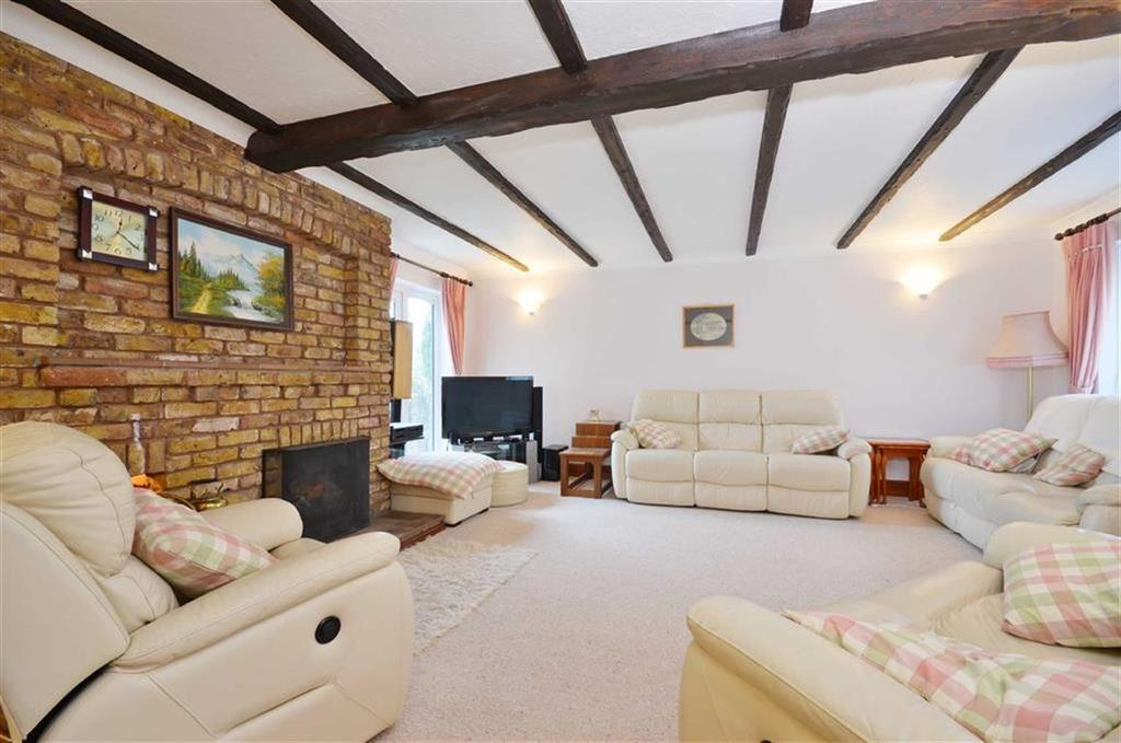 5 Bedrooms Detached House for sale in Little Hill, Chorleywood, Hertfordshire