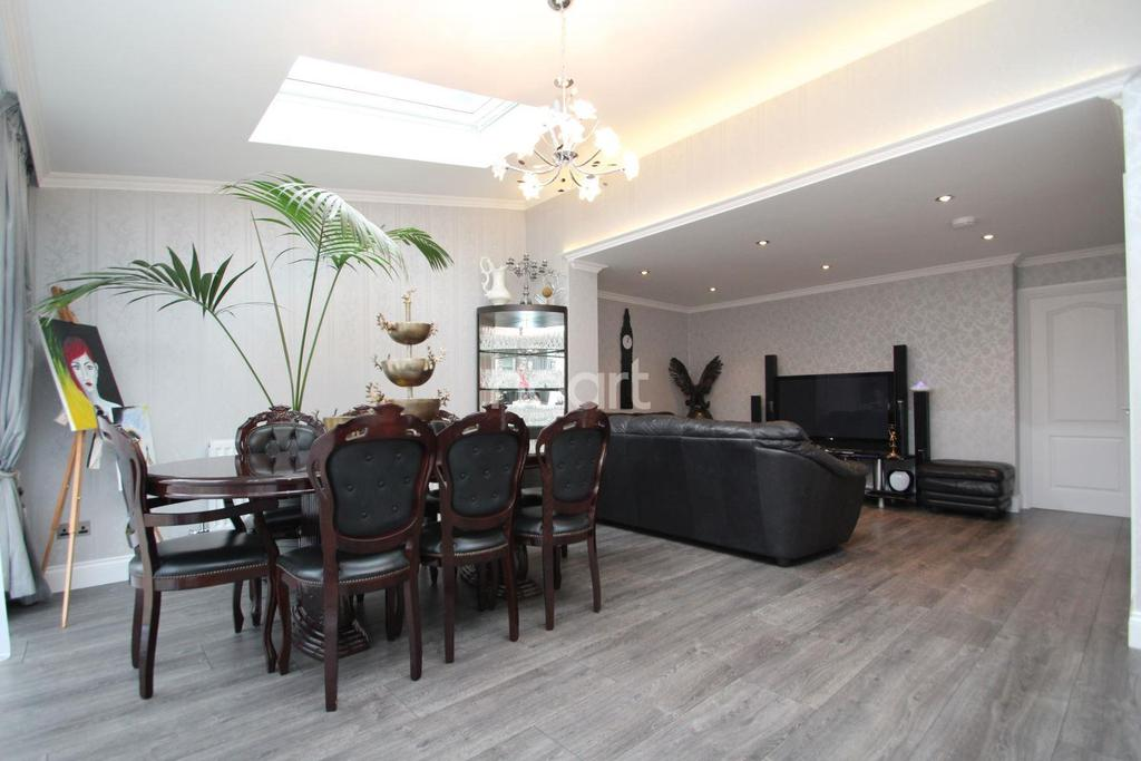 3 Bedrooms End Of Terrace House for sale in Graham Road, Plaistow
