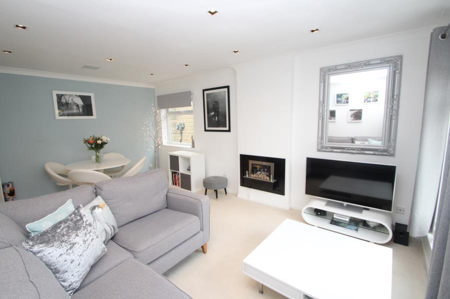2 Bedrooms Flat for sale in OASTLER ROAD, SHIPLEY, BD18 4SE