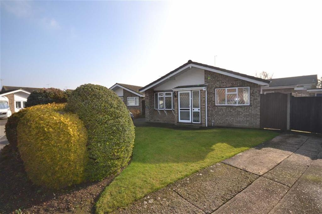 3 Bedrooms Bungalow for sale in Downleaze, South Woodham Ferrers, Essex