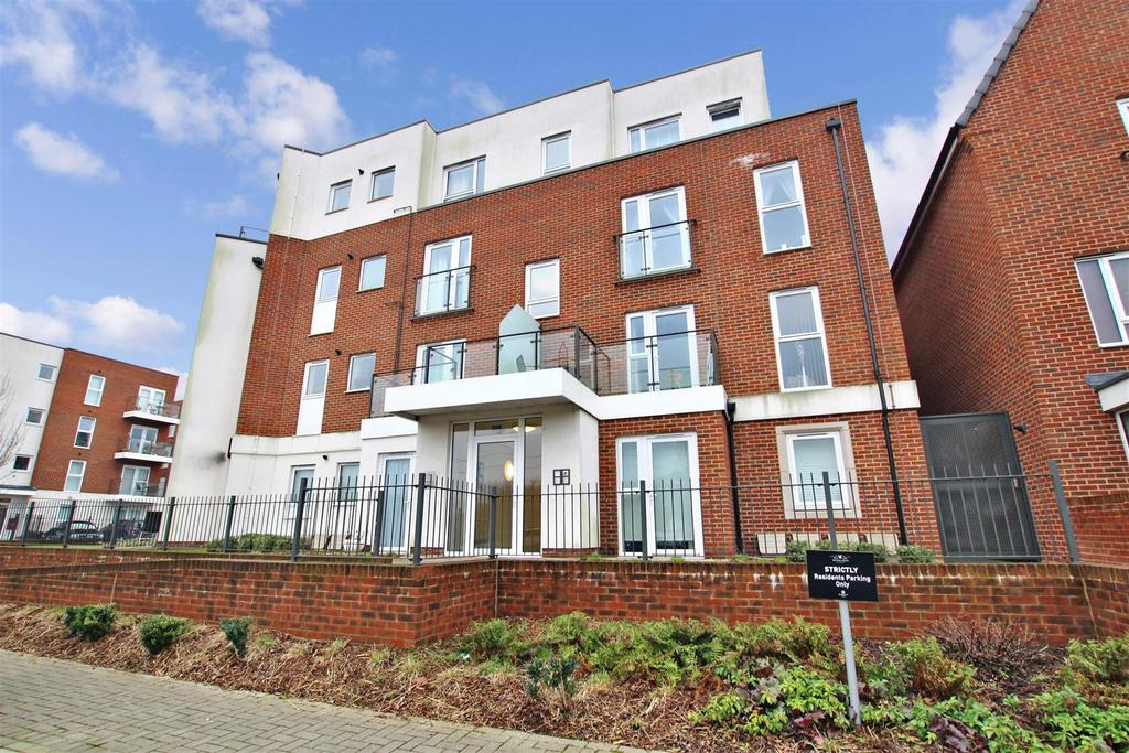 2 Bedrooms Apartment Flat for sale in Samas Way, Crayford