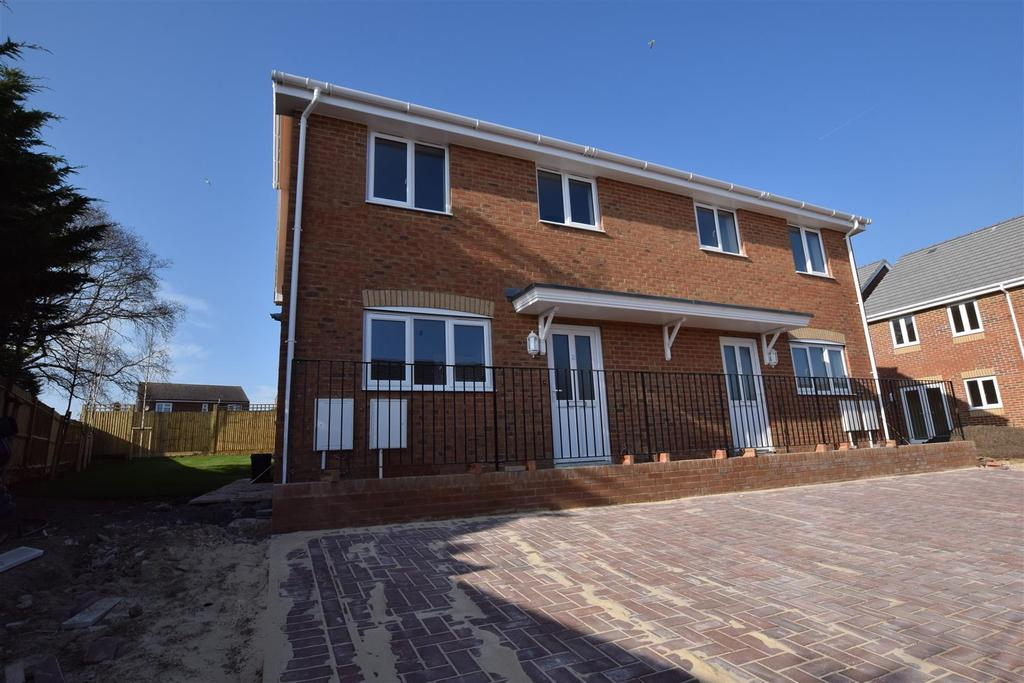 3 Bedrooms Semi Detached House for sale in Redgeland Rise, St. Leonards-On-Sea