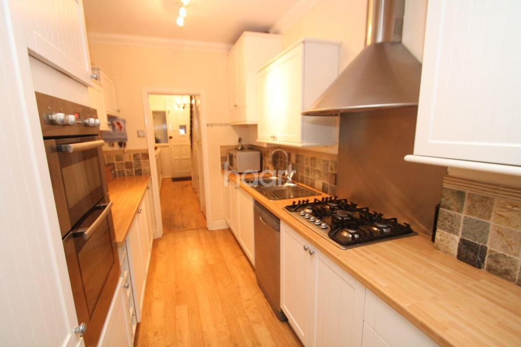 3 Bedrooms Semi Detached House for sale in Royston Avenue, Southend-On-Sea