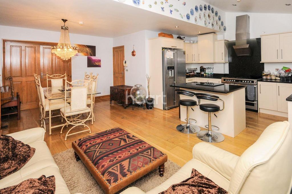 4 Bedrooms Semi Detached House for sale in Minchenden Estate, Southgate, N14