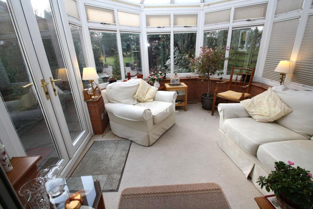 3 Bedrooms Detached House for sale in Lichfield Drive, Blaby