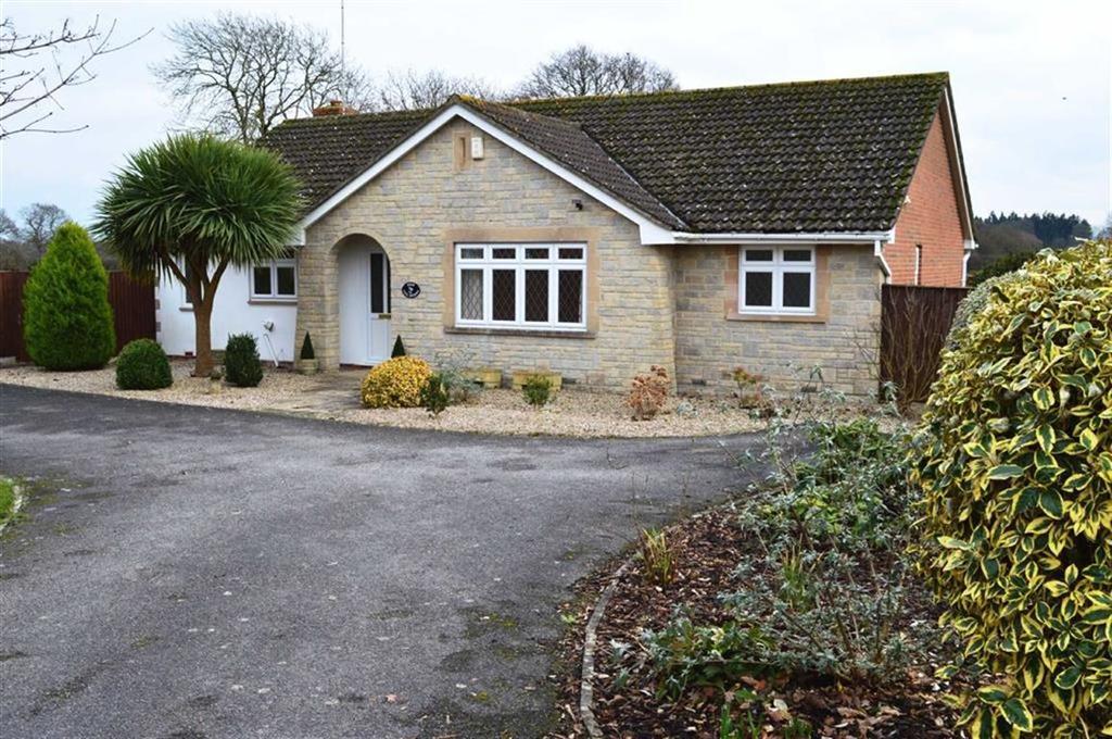4 Bedrooms Detached Bungalow for sale in The Acorns, Wimborne, Dorset