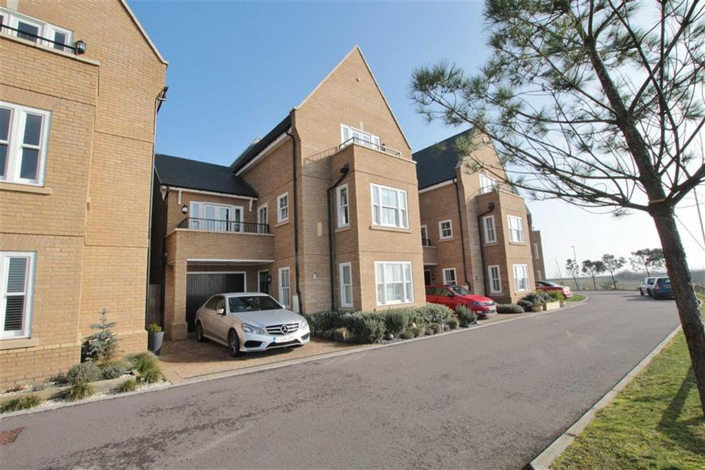 5 Bedrooms Detached House for sale in Gunners Rise, Shoeburyness, Essex