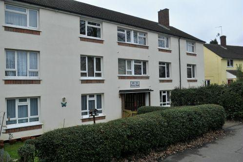 2 Bedrooms Ground Flat for sale in Priory Road