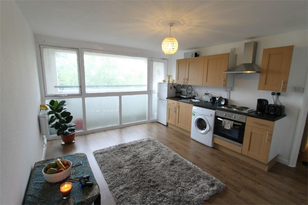 2 Bedrooms Flat for sale in Dickens House, Malvern Road, London