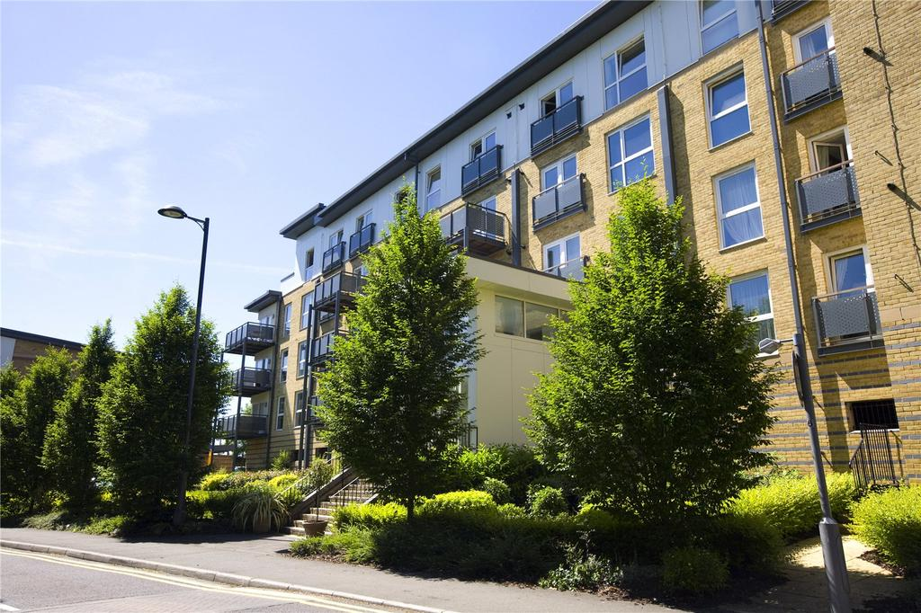 1 Bedroom Apartment Flat for sale in Westmount Apartments, Metropolitan Station Approach, Watford, Hertfordshire, WD18