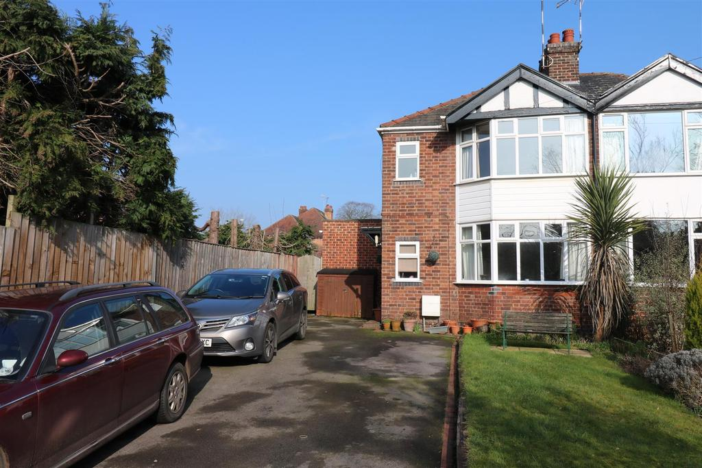3 Bedrooms Semi Detached House for sale in Station Avenue Warwick
