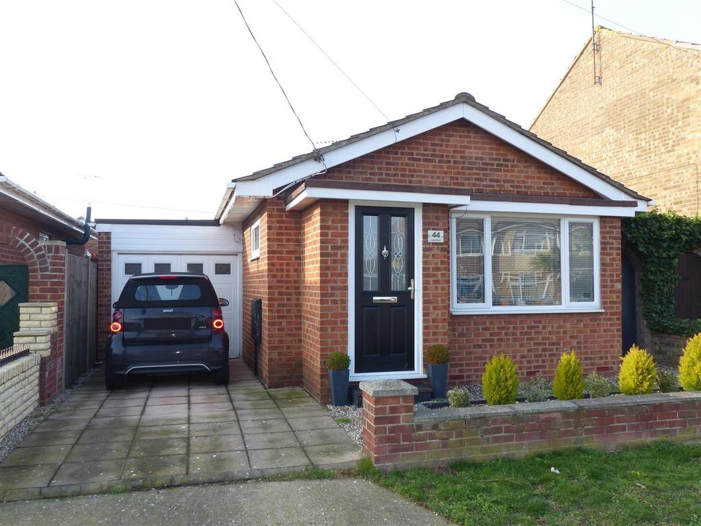 2 Bedrooms Bungalow for sale in Hope Road, Canvey Island