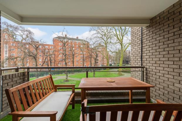 3 Bedrooms Flat for sale in St. Matthews Lodge, 50 Oakley Square, London, NW1