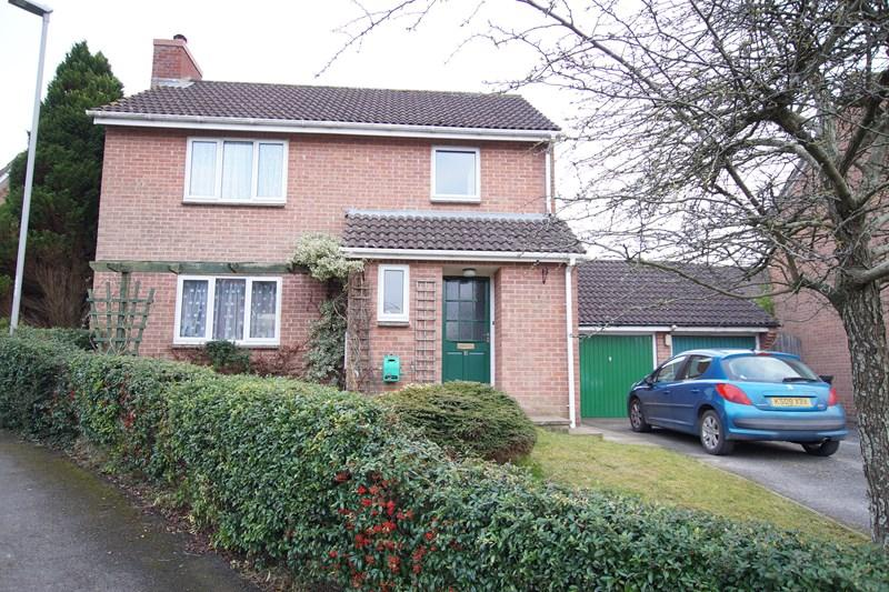 3 Bedrooms Detached House for sale in Badbury Drive, Blandford Forum