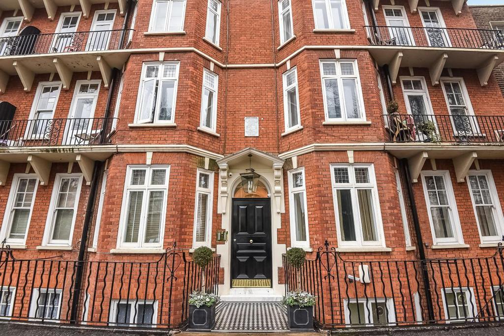 3 Bedrooms Flat for sale in Addison Bridge Place, Kensington