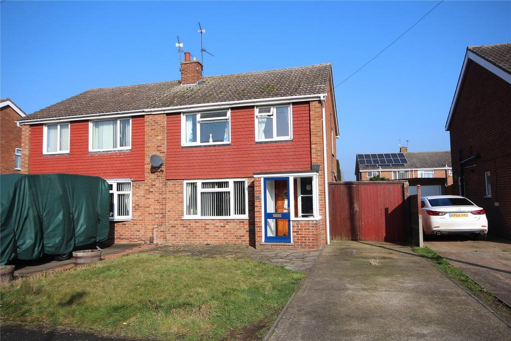 3 Bedrooms Semi Detached House for sale in Hathersage Avenue, North Hykeham, LN6