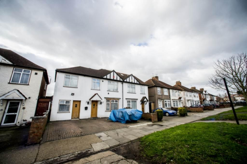 5 Bedrooms Semi Detached House for sale in Spring Grove Road, Hounslow, TW3