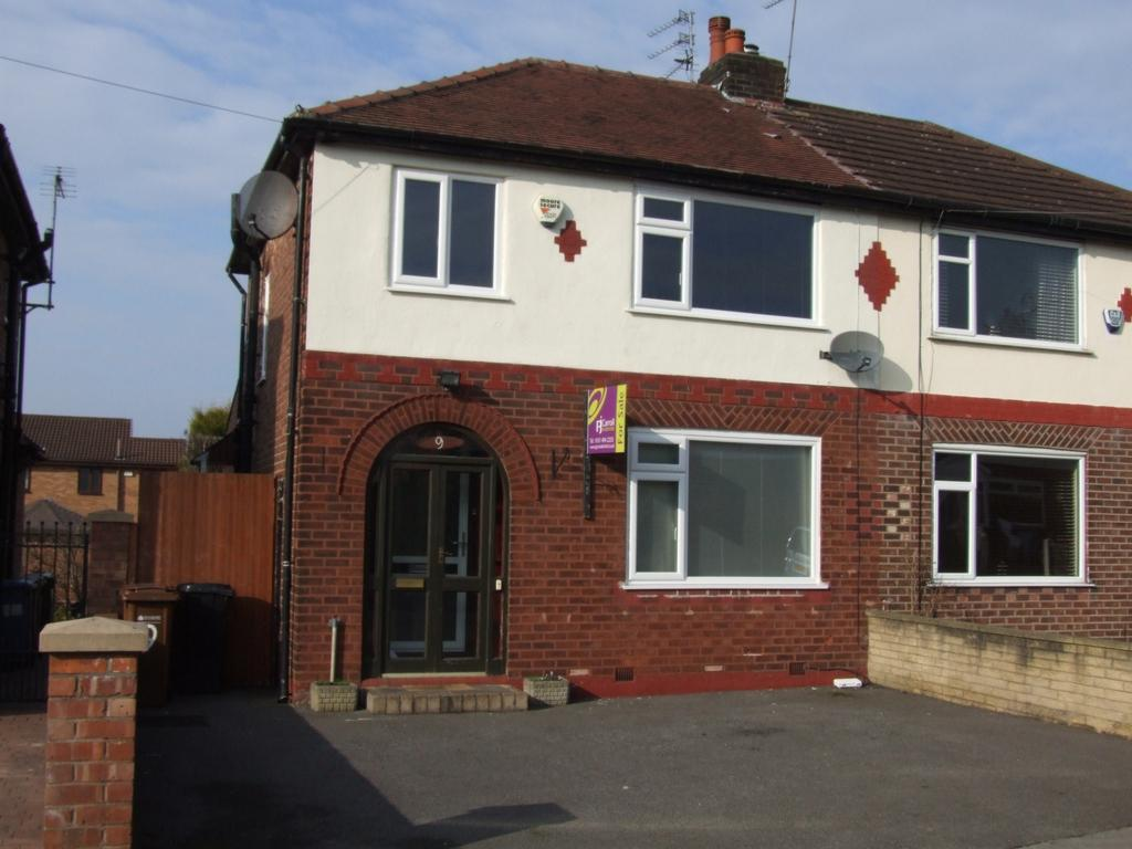 3 Bedrooms Semi Detached House for sale in Newlyn Drive, Bredbury, SK6