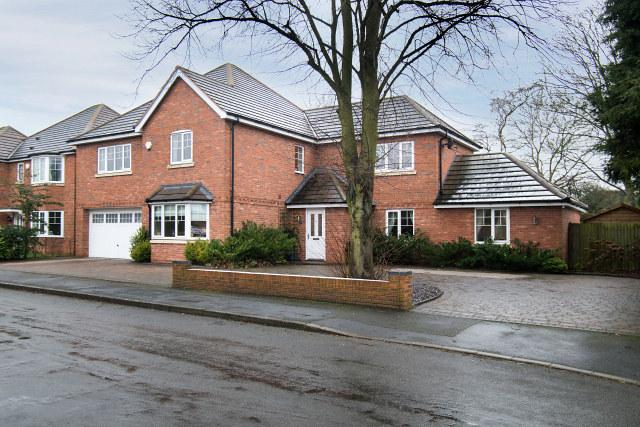 4 Bedrooms Detached House for sale in Carlton Close,Sutton Coldfield,