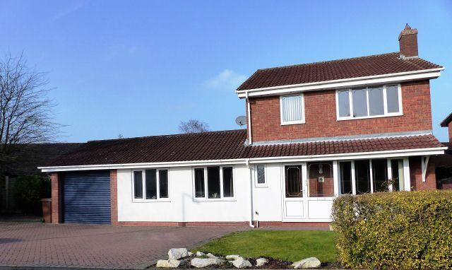 4 Bedrooms Detached House for sale in Oaklands Close,Hill Ridware,Staffordshire
