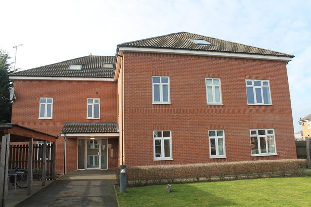 2 Bedrooms Flat for sale in Fields Court, South Wigston, Leicester, LE18