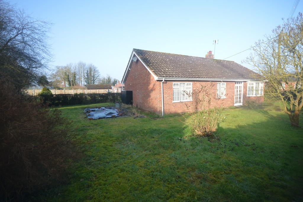 3 Bedrooms Detached Bungalow for sale in Raynham Road, Helhoughton