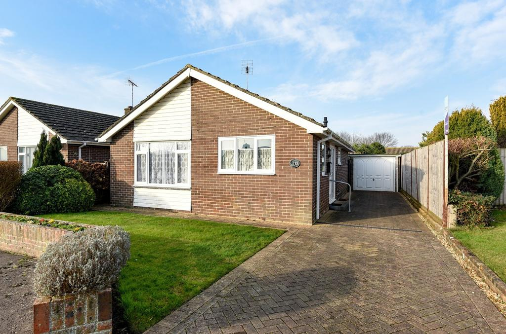2 Bedrooms Detached Bungalow for sale in Andrew Avenue, Felpham, Bognor Regis, PO22