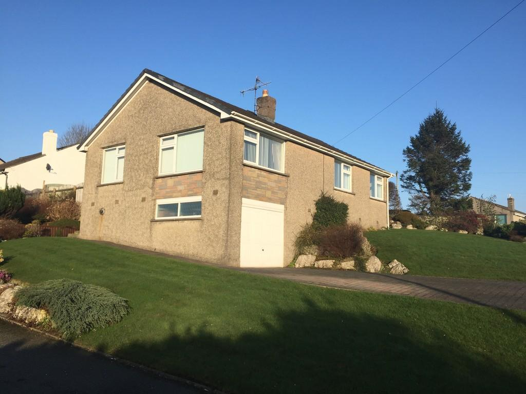 3 Bedrooms Detached Bungalow for sale in 7 Esthwaite Avenue