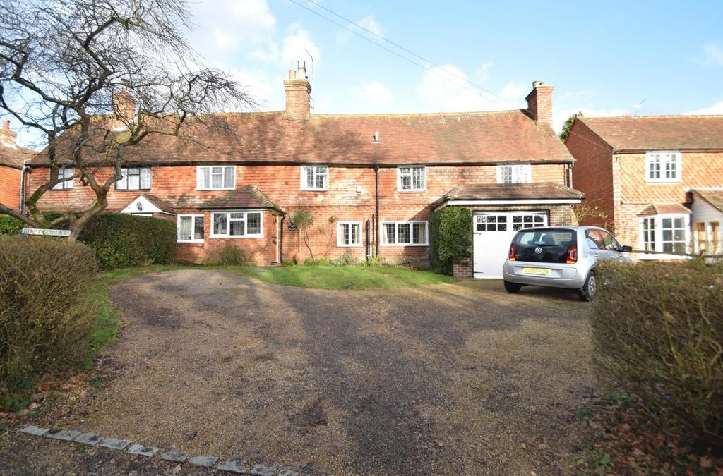 3 Bedrooms Semi Detached House for sale in High Street, Loxwood, Billingshurst RH14 0RD