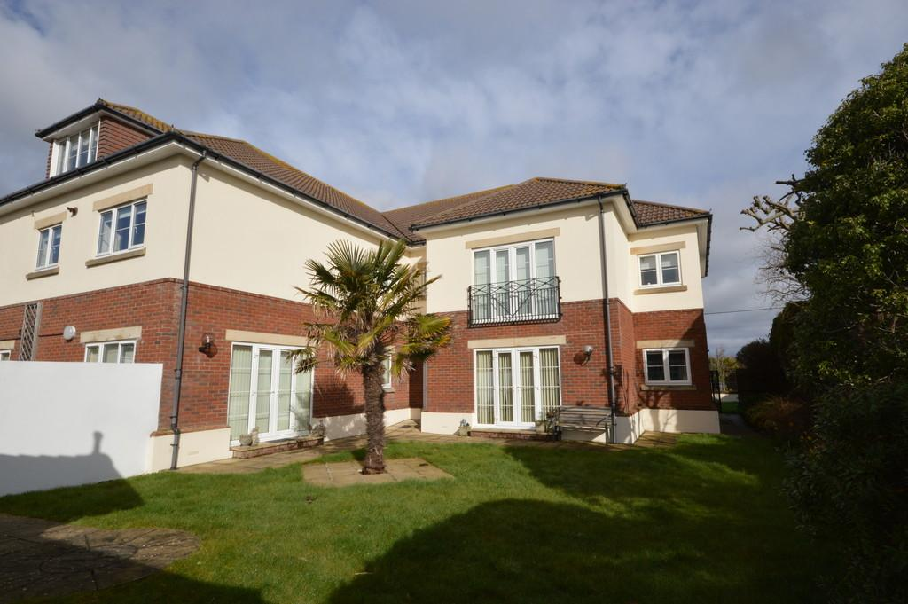 2 Bedrooms Apartment Flat for sale in Barton Wood Road, Barton On Sea