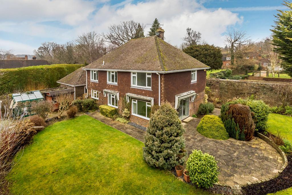 4 Bedrooms Detached House for sale in Church Lane, Haslemere