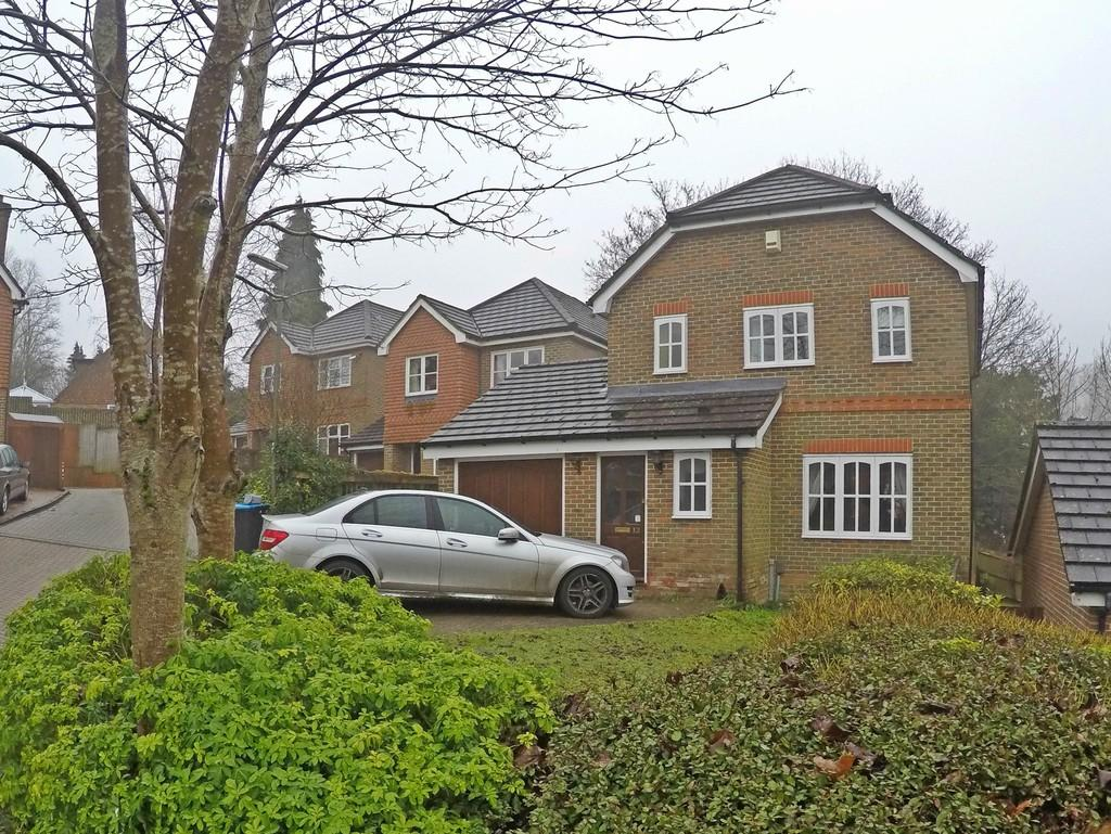 3 Bedrooms Detached House for sale in Caterham, Surrey