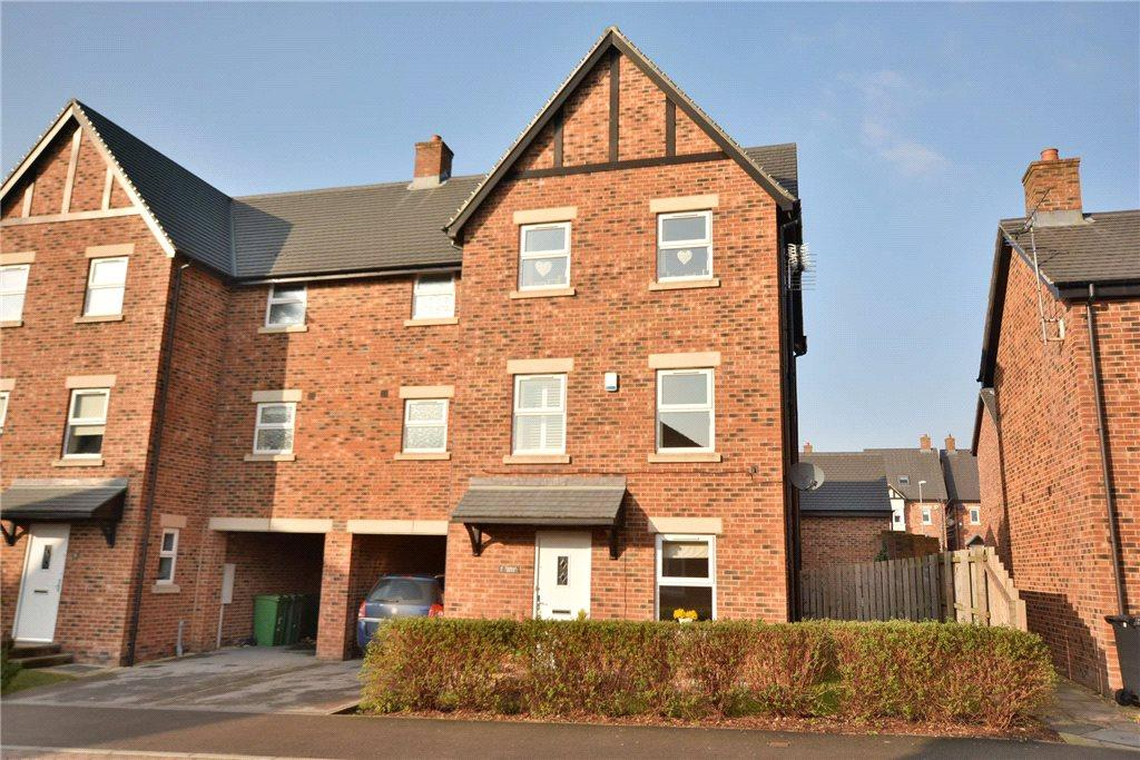 4 Bedrooms Detached House for sale in Thomas Drive, Guiseley, Leeds, West Yorkshire