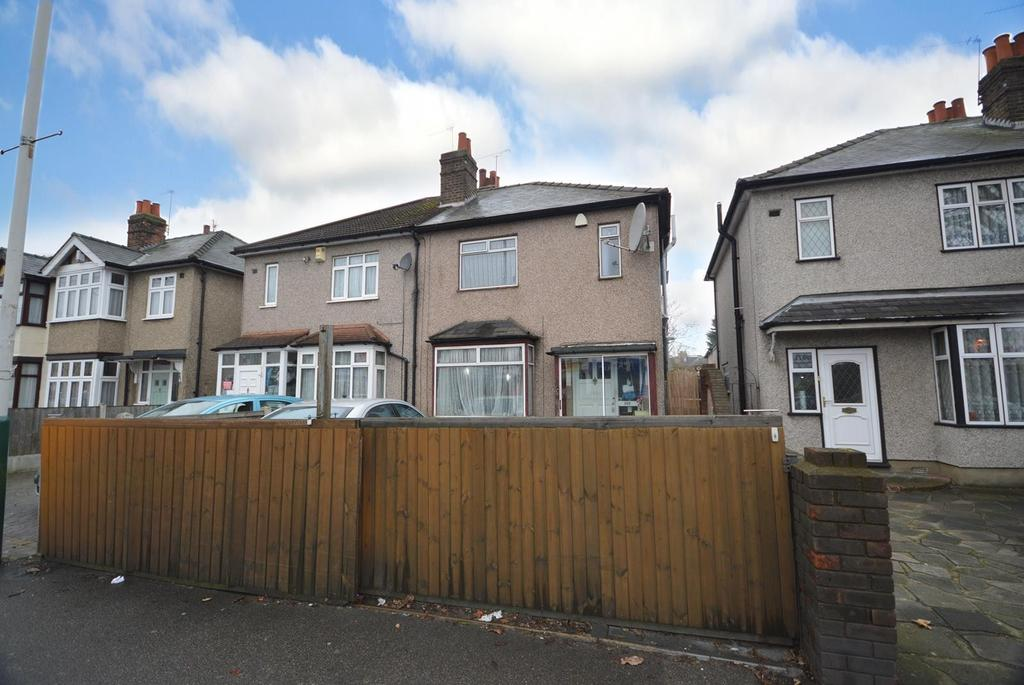 3 Bedrooms Semi Detached House for sale in Brentwood Road, Gidea Park, Essex, RM2