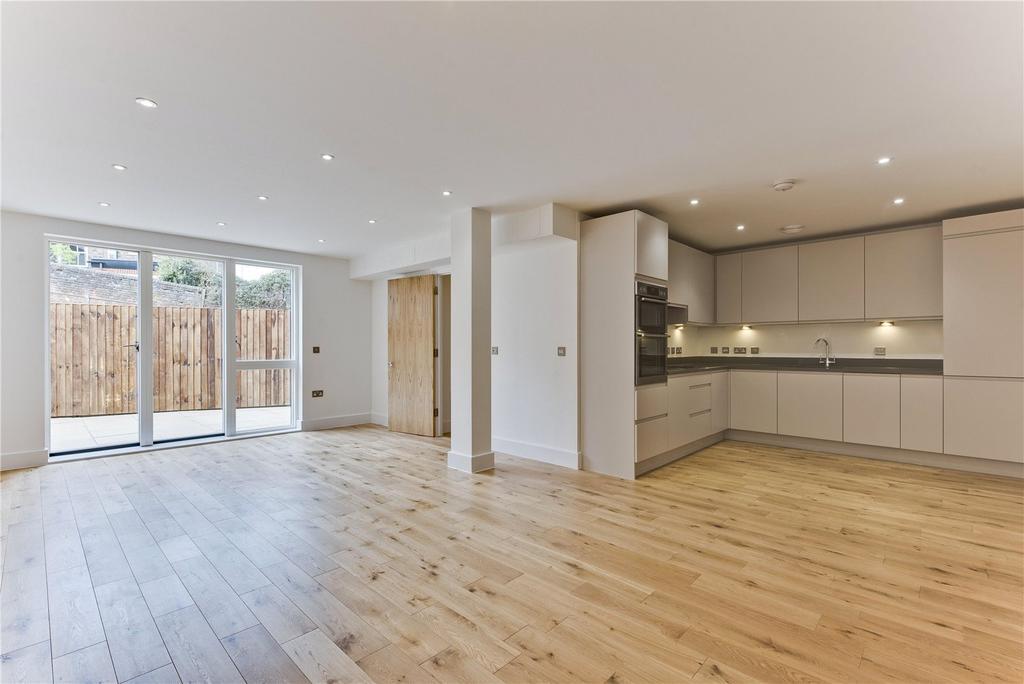 2 Bedrooms Flat for sale in Cobbett Place, Sydenham Road, Guildford, Surrey, GU1
