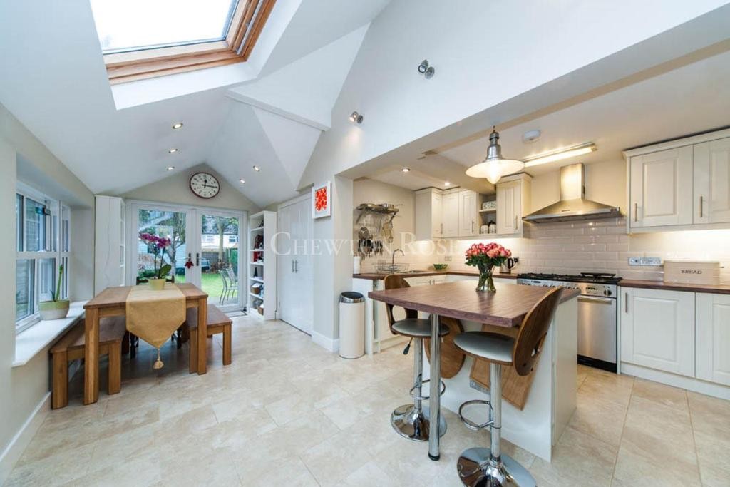 3 Bedrooms Cottage House for sale in Cromwell Road, South Ascot