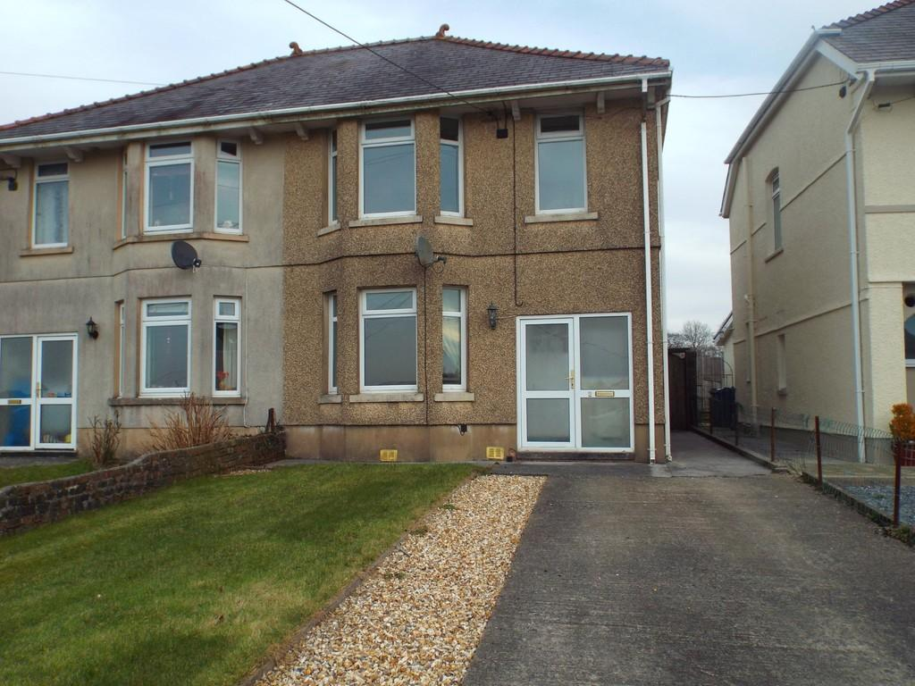 3 Bedrooms Semi Detached House for sale in The Crescent, Gorslas, Gorslas, Carmarthenshire