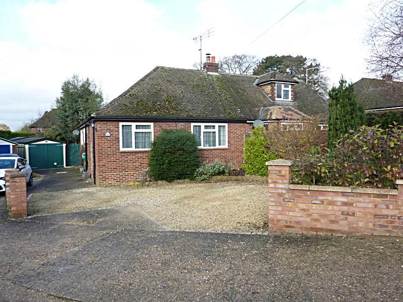 2 Bedrooms Semi Detached House for sale in BOURNE END