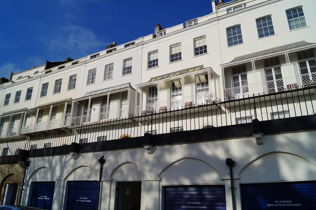 2 Bedrooms Apartment Flat for sale in Royal York Crescent, Clifton, Bristol, BS8